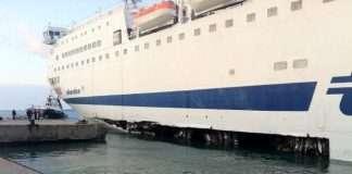 traghetto danneggato