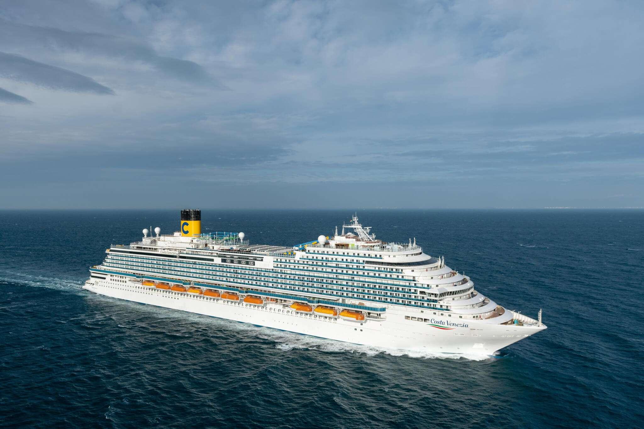 Fincantieri consegna a costa crociere costa venezia nave for Piano nave costa fascinosa